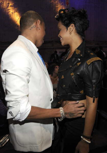 chris-brown-and-rihanna-backstage-at-the-2008-mtv-video-music-awards-at-paramount-pictures-studios-on-september-7-2008-in-los-angeles-california