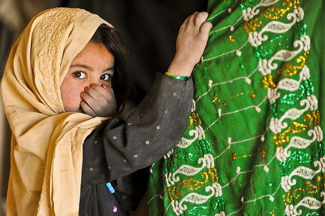 3609542_com_afghan_girl_awaiting_medical_care