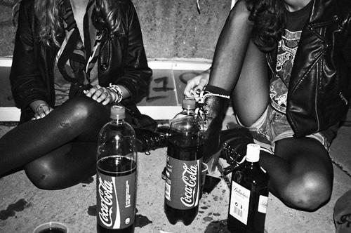 black-and-white-coke-drunk-fashion-girl-Favim.com-64653