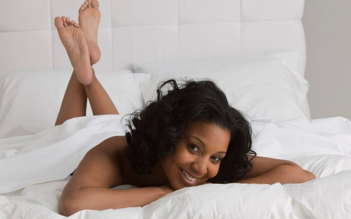 Woman_Laying_in_bed_page-bg_11682