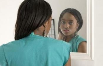 woman-looking-in-the-mirror-1-350×224-wplok