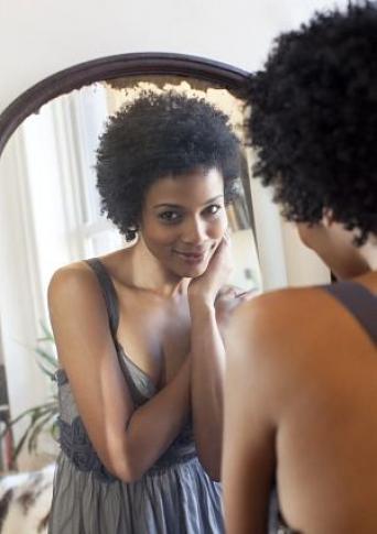 woman_looking_in_mirror_765274866