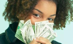 woman-smelling-money