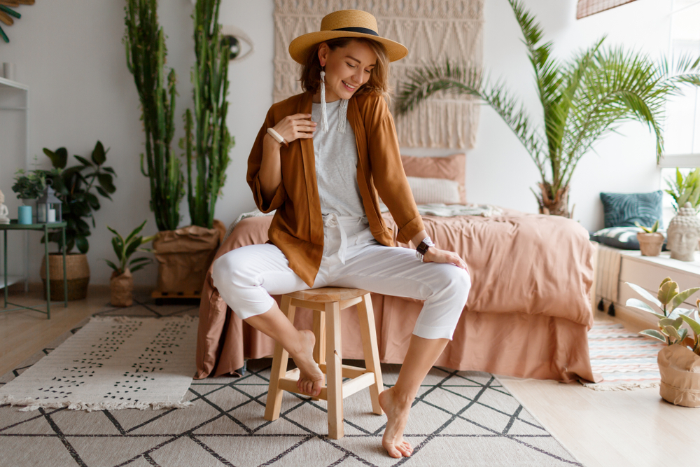 Cozy,Home,Atmosphere.,Stylish,Woman,In,Linen,Clothes,Sitting,On