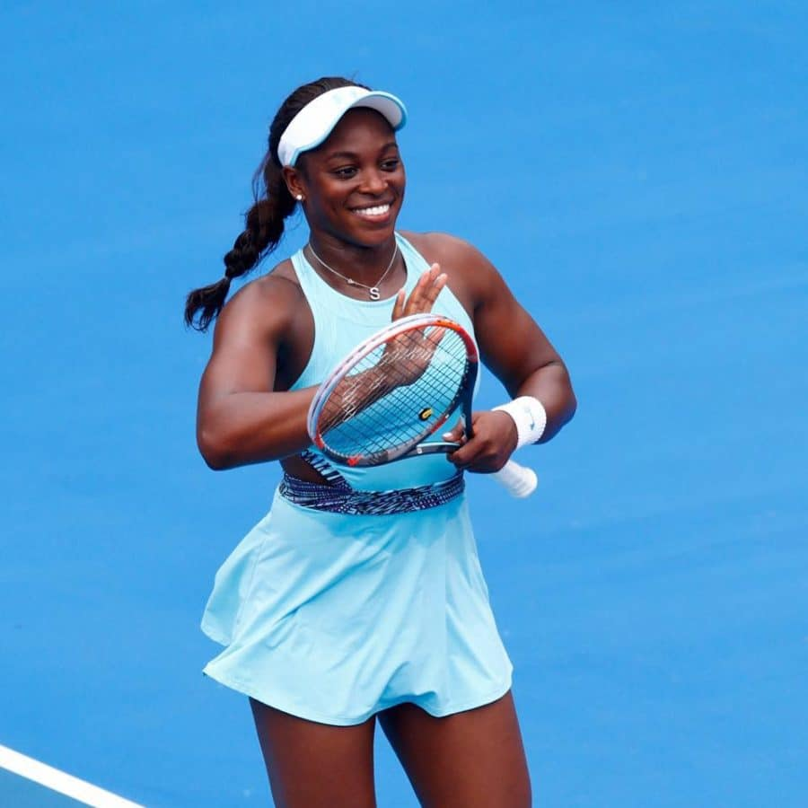black-woman-playing-tennis