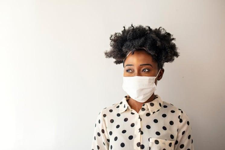 black-woman-wearing-face-mask