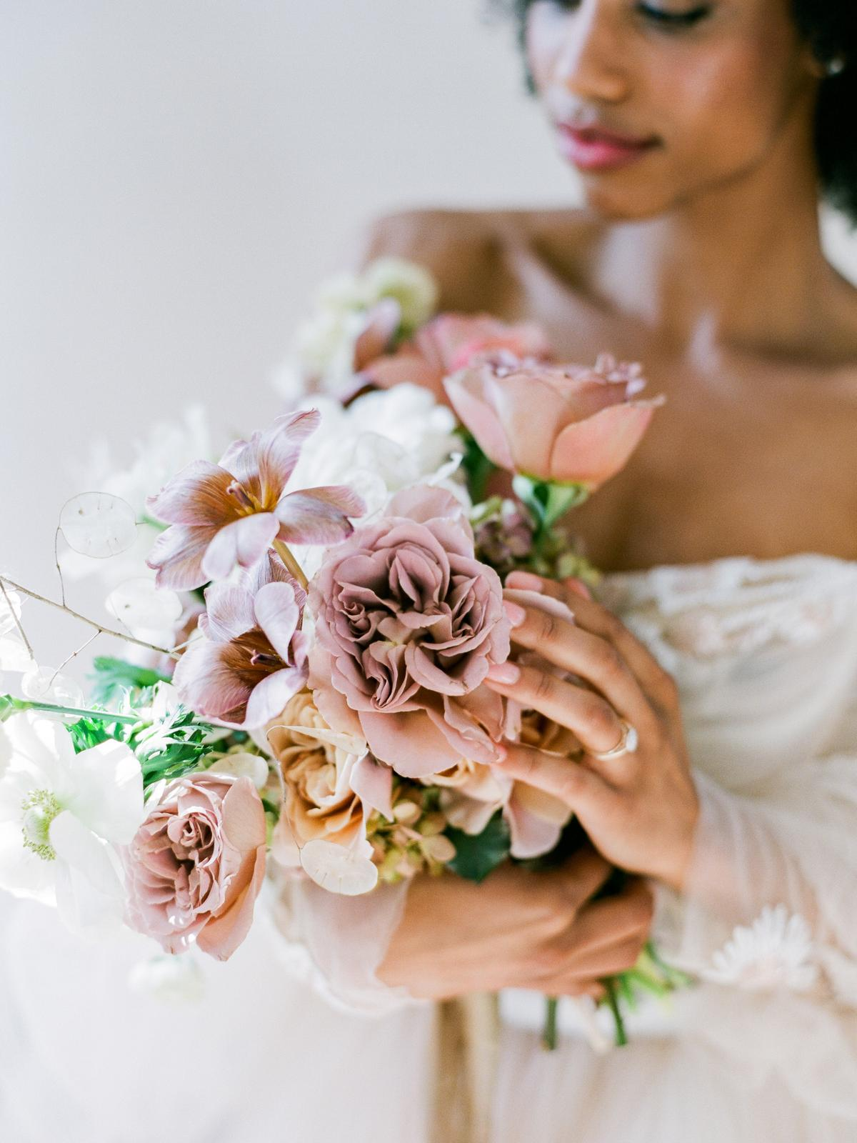 bouqet-black-bride