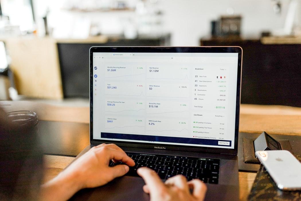 e-commerce-platform-computer-laptop
