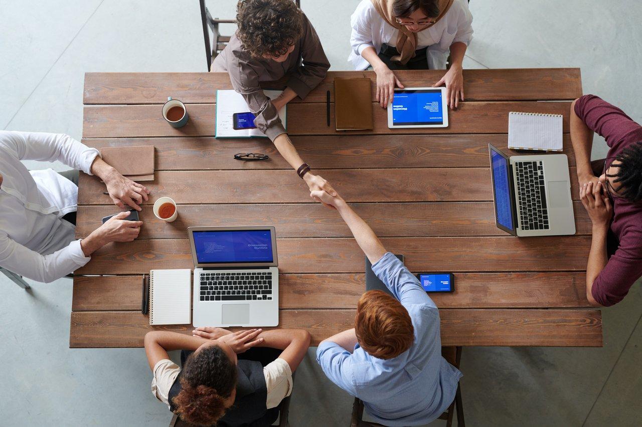 team-meeting-business-meeting